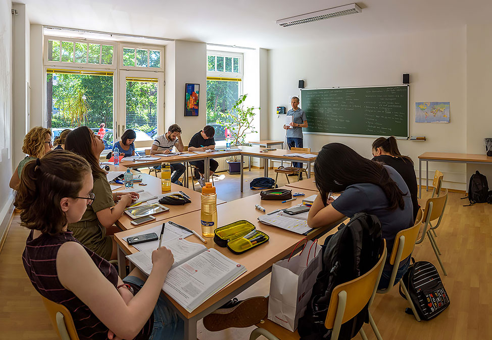 DIE NEUE SCHULE Berlin German course group lessons
